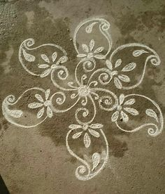 Explore latest easy rangoli design image ideas collection for Diwali. Here are amazing simple rangoli designs to decorate your home this festive season. Rangoli Designs Latest, Rangoli Designs Flower, Rangoli Border Designs, Small Rangoli Design, Rangoli Ideas, Rangoli Designs Diwali, Rangoli Designs With Dots, Rangoli Designs Images, Kolam Rangoli