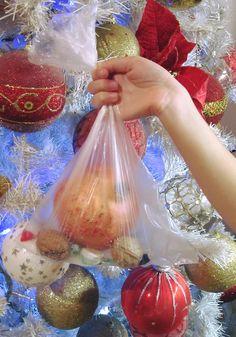 Το σπάσιμο του ροδιού για γούρι και καλή χρονιά !!! ~ ΜΑΓΕΙΡΙΚΗ ΚΑΙ ΣΥΝΤΑΓΕΣ 2 Christmas Bulbs, Xmas, Kids And Parenting, Food And Drink, Holiday Decor, Bathroom Designs, How To Make, Blog, Greece