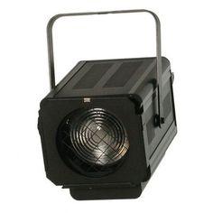 Proyector FRESNEL para teatro. Para lámparas de 650, 1000 ó 1200 watios. Incluye portalámparas GX9,5. Medidas 290 x 370 x 400 mm. Peso 6,5 kg. Incluye portafiltros.