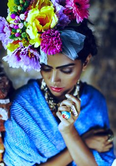 ❀ Flower Maiden Fantasy ❀ beautiful photography of women and flowers - Frida Kahlo Photography Women, Fashion Photography, Frida Art, Looks Style, Flowers In Hair, Flower Crown, Her Hair, Editorial Fashion, Mexican Style