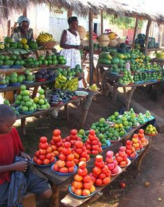 Fruits and vegetables sellers, Kampala, Uganda Paises Da Africa, Out Of Africa, East Africa, Uganda Travel, Africa Travel, Vegetable Stand, African Market, African Culture, People Of The World