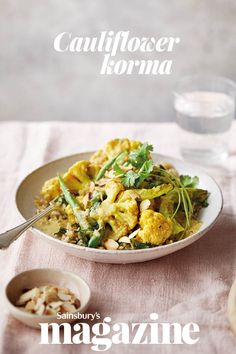 This cauliflower korma is a veggie, lighter version of your favourite takeaway - and also comes in at under 600 calories. To make it vegan, just swap the yogurt for coconut cream Vegetarian Dinners, Vegetarian Recipes, Healthy Recipes, Curry Recipes, Easy Recipes, Diet Recipes, Recipies, Healthy Student Meals, Healthy Menu