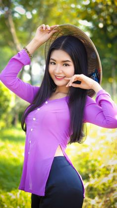 Discover the best products on Internet by GoodStuffUP, curated by a community with great taste. Ao Dai, Burmese Girls, Myanmar Women, Vietnam Girl, Beautiful Asian Women, Sexy Asian Girls, Asian Fashion, Asian Woman, Asian Beauty