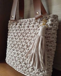 with ・・・ Mais uma linda em nude 😘😘😘 Bead Crochet, Crochet Crafts, Crochet Projects, Hand Knitting, Knitting Patterns, Crochet Patterns, Embroidery Purse, Bag Pattern Free, Yarn Thread