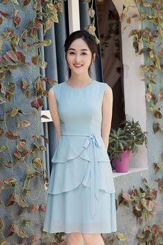 Đầm xòe sát nách bèo hai tầng xinh xắn | Đầm xòe đẹp Lovely Dresses, Simple Dresses, Vintage Dresses, Casual Dresses, Short Dresses, Girls Dresses, Summer Dresses, Frock Patterns, Western Dresses