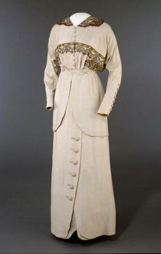 1913 silk and cotton Suit by Josefine Hammarbæck, Oslo, Norway.