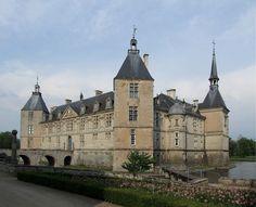 ChateaudeSully18deskewed - Liste von Burgen, Schlössern und Festungen in Burgund – Wikipedia – Foto Christophe.Finot