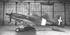 Reggiane RE.2001OR con ruotino di coda allungato ma ancora privo del gancio di arresto. Nel corso dei collaudi l'aereo si dimostrò idoneo come caccia imbarcato, con una velocità d'atterraggio di circa 135 km/h. Un esemplare montava il gancio posteriormente al ruotino di coda, l'altro anteriormente.