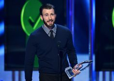 Chris Evans Giving Betty White His Arm at the People's Choice Awards Is Everything!  Chris Evans, People's Choice Awards Show