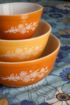 Pyrex...yes, I have these!  They are still just as nice as they were when I got them in 1978!