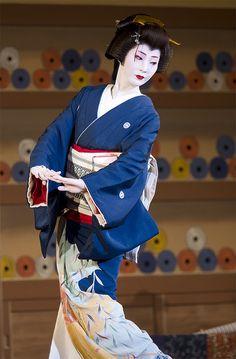 Gion Odori 2008: Famous Geiko Tsuneyū (Shigenoya Okiya) of Gion Higashi performing a solo-dance.