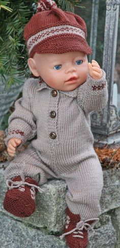 knitted dolls Knit doll clothes with Maalfrid Gausel design Knitting Dolls Clothes, Crochet Doll Clothes, Knitted Dolls, Doll Clothes Patterns, Doll Patterns, Knitted Baby, Reborn Dolls, Baby Dolls, Knitting Patterns Boys