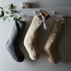 Go simpler with your stockings! These graphite linen, snowy ivory felt and hand knitted beauties are exclusively for . 📷 Photography by & ---------------------------------- Bohemian Christmas, Blue Christmas Decor, Natural Christmas, Christmas Mood, Modern Christmas, Felt Christmas, Christmas Stockings, Christmas Decorations, Nordic Christmas