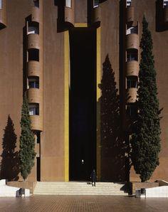 Walden-7 | Ricardo Bofill Taller de Arquitectura || ALTURA ENTRADA