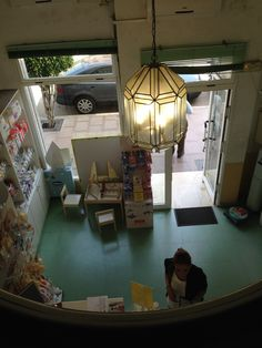 Interior de la farmacia desde una perspectiva interior Loft, Victoria, Bed, Furniture, Home Decor, Renovation, Perspective, Pharmacy, Interiors