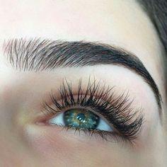 Naturally bushy brows