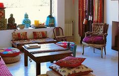 Bohemian eclectic living room, I love its simplicity, it's not as full as your usual bohemian decor Indian Home Decor, Decor Inspiration, Home Decor, Indian Homes, House Interior, Home Deco, Indian Interiors, Interior Design, Home And Living