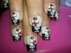 Gray/black with flowers Fancy Nails, Cute Nails, Pretty Nails, Sexy Nails, Beach Nail Designs, Diy Nail Designs, Fabulous Nails, Gorgeous Nails, Fingernails Painted