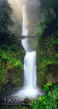 Multnomah Falls Oregon by m10pfg