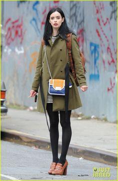 Krysten Ritter - A Modern Style Icon Krysten Alyce Ritter, Daily Fashion, Girl Fashion, Settee, Style Guides, Celebrity Style, Celebs, Celebrities, Street Style