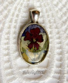 Pendant with flowers.   For the silver chain.  #pendant #pendantnecklace  #pendantflowers #flowerslovers #flowersred #goodjob #handmadependant #giftsforher #pendantlove