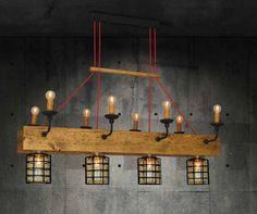 Vintage hanglamp in hout met 8 kandelaars en 4 glazen lampenkappen met rooster 110cm breed