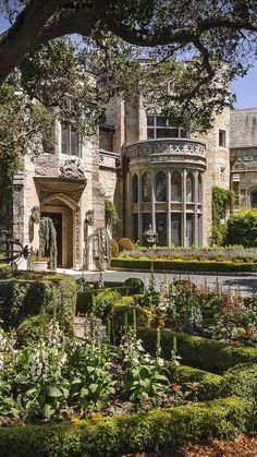 Luxury mansions & Estates design via Houzz Beautiful Architecture, Beautiful Buildings, Beautiful Places, Baroque Architecture, Nature Aesthetic, Travel Aesthetic, Dream Home Design, My Dream Home, Exterior
