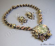 Amazing Beaded Jewelry sets with pictures to help you create them.