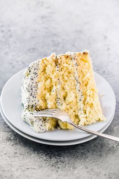 Lemon Layer Cake with Lemon Poppy Seed Buttercream ~ an easy three layer lemon cake with tons of lemon flavor! Lemon Layer Cake with Lemon Poppy Seed Buttercream ~ an easy three layer lemon cake with tons of lemon flavor! Just Desserts, Delicious Desserts, Dessert Recipes, Yummy Food, Tasty, Cake Recipes, Delicious Cupcakes, Tofu Recipes, Oven Recipes