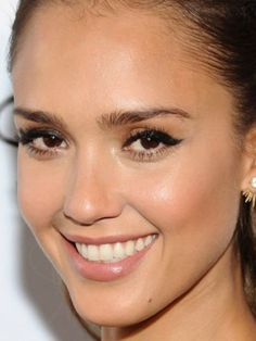 Close-up of Jessica Alba's makeup at the 2014 Global Citizen Festival. http://beautyeditor.ca/2014/10/02/bronzer-for-fall-jessica-alba