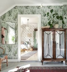Shabby Chic Interior Design Ideas For Your Home Shabby Chic Interiors, Beautiful Interiors, Shabby Chic Decor, Bathroom Wallpaper Trends, Interior Wallpaper, Contemporary Small Bathrooms, Ceiling Decor, Interior Design, Home Decor