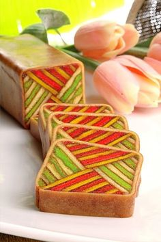 Porcelain Roll It's the ever rare yam flavoured lapis roll, creatively baked in two vibrant colours - green and red. Sweet taste and guaran. Fancy Desserts, Asian Desserts, Best Dessert Recipes, Delicious Desserts, Lapis Legit, Baking Championship, Asian Cake, Frozen Custard, Great British Bake Off