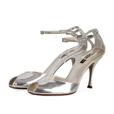 Let these stunning Dolce & Gabbana Metallic Sandals complete your evening or day look in style! Metallic Sandals, Silver Accessories, Metallic Leather, Designer Shoes, Peep Toe, High Heels, Uk 5, How To Wear, Signs