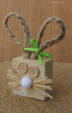 Nous recyclons nos chutes de bois! Lapin de Pâques bricolé avec les enfants. www.pinterest.com/fleurysylvie et www.toutpetitrien.ch