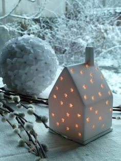Small porcelain house candle holder (L'Art de la Curiosité)