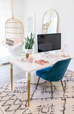 I'm so excited to finally share my minimal california inspired home office! It was important to create a space that would bring me joy to work in. Home Office Decor California Styling Domino Home Decor Ideas Modern Decor Interior Design Cool Office Space, Office Space Design, Office Workspace, Office Interior Design, Office Interiors, Apartment Office, Home Office Inspiration, Workspace Inspiration, Office Inspo
