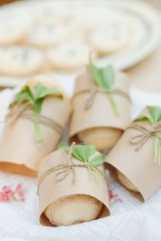 Dress up your bread! How cute is this for ANY occasion? I'm doing it for my next dinner! So easy and such a nice touch.