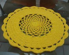 Sousplat amarelo, em barbante Crochet Mandala, Crochet Doilies, Knit Crochet, Crochet Kitchen, Handmade Crafts, Crochet Projects, Knitting, Freeform Crochet, Crochet Blocks