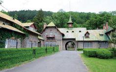 Posada, castelul urmărit de blestemul focului. A fost incendiat pentru a distruge documentele secrete ale lordului Thomson, amantul Marthei Bibescu