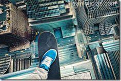 3 videos de cosas impresionantes que solo un adicto a la adrenalina seria capaz de hacer - http://www.leanoticias.com/2013/01/07/3-videos-de-cosas-impresionantes-que-solo-un-adicto-a-la-adrenalina-seria-capaz-de-hacer/