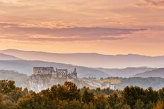 Sunrise at the Beckov castle by Ľuboš Balažovič Monument Valley, Sunrise, Castle, Nature, Travel, Naturaleza, Viajes, Castles, Destinations