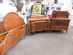 Items similar to Art Deco Bedroom Set on Etsy Art Deco Furniture, Furniture Projects, Antique Furniture, 1930s Bedroom, Bedroom Vintage, 5 Piece Bedroom Set, Bedroom Sets, Waterfall Furniture, Funky Decor