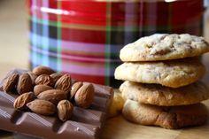 Schokolade und Mandeln - in der Vorweihnachtszeit der ideale Snack für Low-Carb-Anhänger, wenn es ma