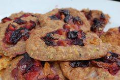 Cuketové vločkové placičky Recept na našem blogu (odkaz na profilu). ~ Zucchini oatmeal cookies Ginger And Cinnamon, Chicken, Meat, Desserts, Food, Tailgate Desserts, Deserts, Essen, Postres