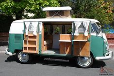Loved this bus when living in Hawaii Kombi Camper, Volkswagen Westfalia, Volkswagen Bus, Campervan, My Dream Car, Dream Cars, Rock And Roll Bed, Split Screen, Camper Interior