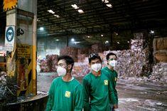 Μονάδα ανακύκλωσης χαρτιού: Η σκόνη και η μούχλα αποτελούν συχνούς κινδύνους που μπορούν να επηρεάσουν δυσμενώς τους νεαρούς εργαζόμενους. © Maxime Fossat / ILO
