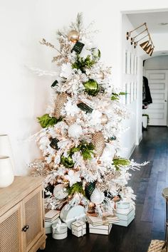 White and green Christmas tree + holiday decor ideas. #ABlissfulNest #christmastree #christmasdecor Green Christmas, Christmas Holidays, Merry Christmas, Xmas, Diy Christmas Ornaments, Christmas Decorations, Table Decorations, Holiday Decor, Deck The Halls