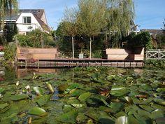 Zie je jezelf al zitten op je nieuwe terras van bankirai hout? Je drinkt op een zonnige dag een kop koffie of leest een boek op een loungestoel op je gloednieuwe vlonder. Af en toe kijk je even op. Het kijken naar de natuurlijke vormen van je vlonder van Bankirai hardhouten planken verveelt nooit, elke plank is uniek. Dat is puur genieten in je eigen tuin. #klantfoto
