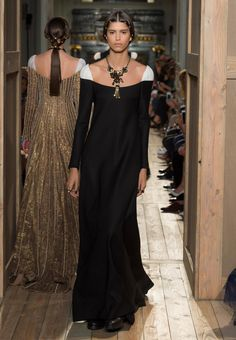 VALENTINO Haute Couture Fall/Winter 2016-17 Fall/Winter Women - Look 43 of 61
