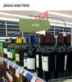 Wine rack with water sign ~ Funny You Had One Job Fails Jesus Meme, Jesus Humor, Jesus Funny, Church Memes, Catholic Memes, Vin Meme, Funny Christian Jokes, Job Fails, Bible Humor